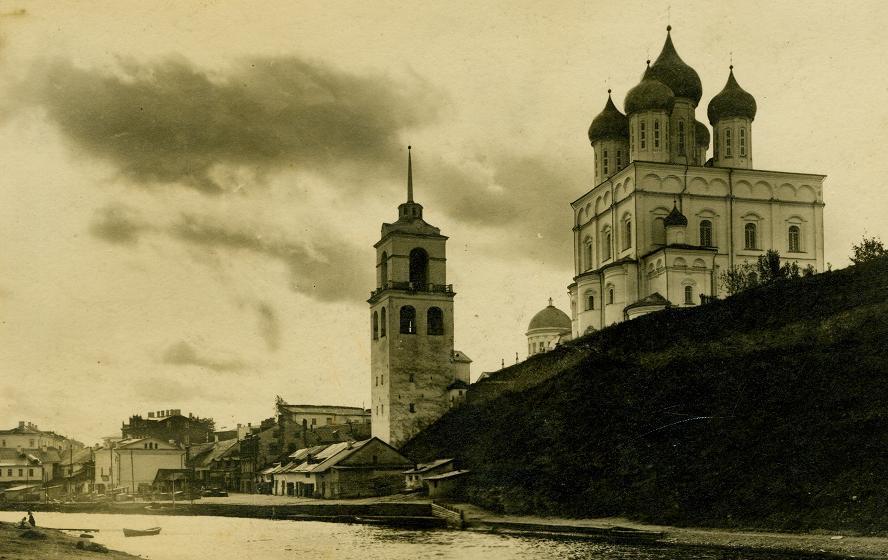 Колокольня Псковского Троицкого собора