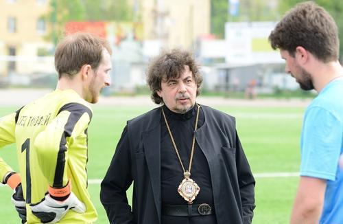 Футбольная сборная бывших псковских наркоманов одержала победу над священниками