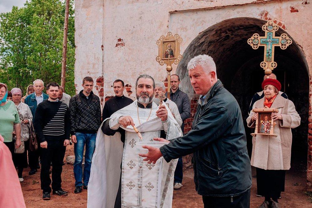 С молебна и крестного хода началась церемония открытия народного благотворительного фестиваля