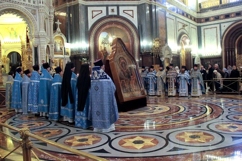 Более 70 тысяч верующих поклонились Смоленской иконе Божией Матери в Москве