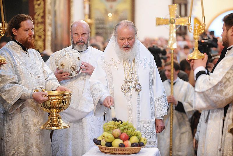 Божественная литургия в Свято-Троицком соборе Псковского кремля (ВИДЕО)