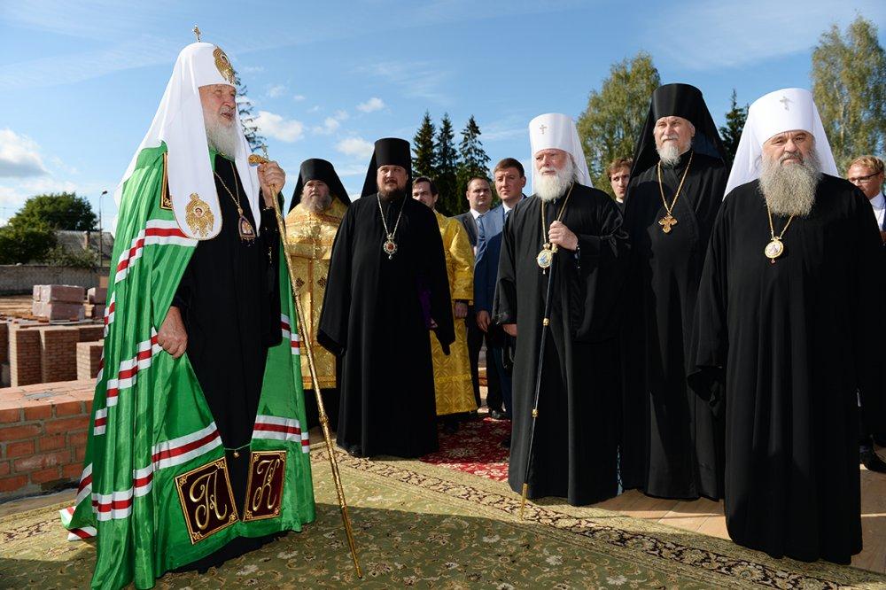 Святейший Патриарх Кирилл совершил чин освящения закладного камня в основание храма в паломническом центре Псково-Печерского монастыря (ВИДЕО)