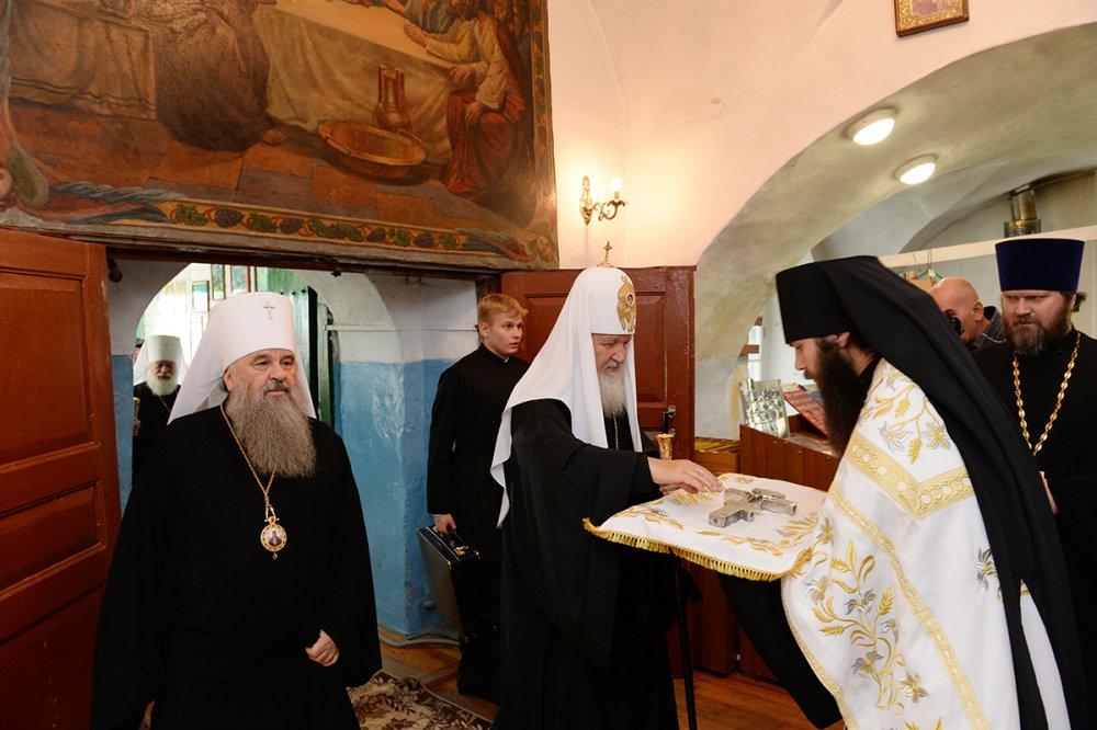 В завершение визита в Псковскую епархию Святейший Патриарх Кирилл посетил Изборск (ВИДЕО)