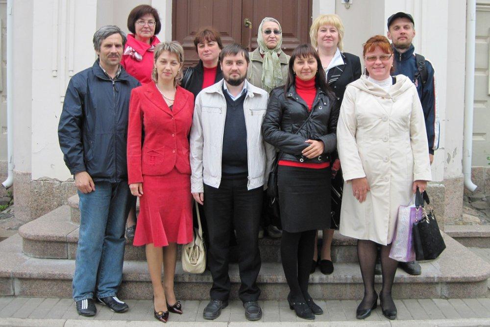 Сотрудники Епархиального Паломнического Центра «Вертоград» познакомились с фондовыми коллекциями открытого хранения в псковском музее-заповеднике