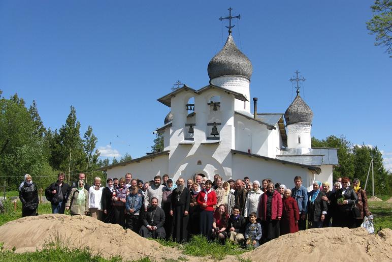 В день Святого Духа более сотни паломников молились в Доможирке (ВИДЕО)