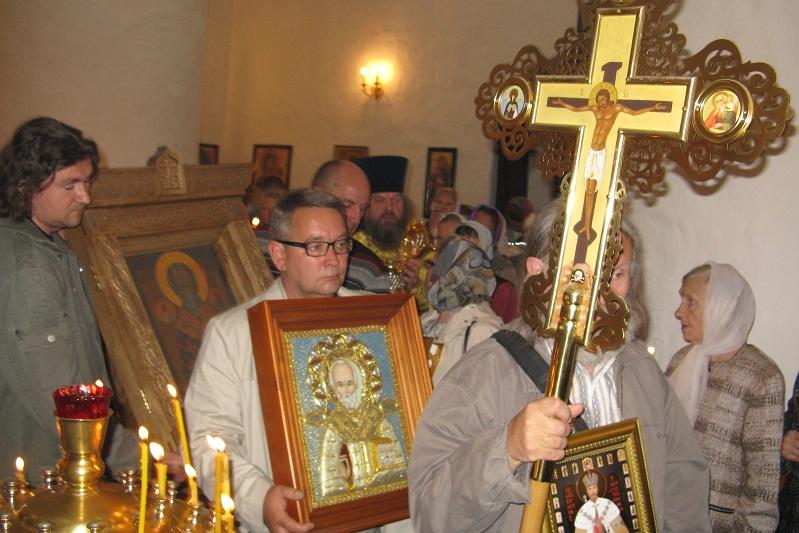 В Пскове совершен Крестный ход вокруг города с частицей мощей святителя Николая