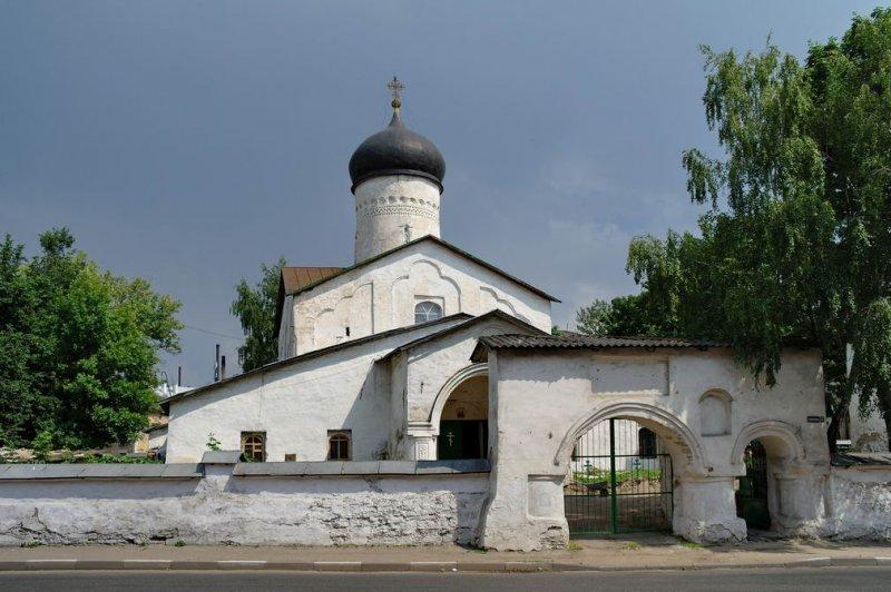 Престольный праздник встречает псковский храм Космы и Дамиана с Примостья