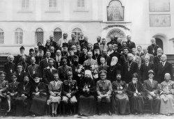 Братия Псково-Печерского монастыря с немцами