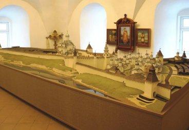 (ФОТО) Большой макет Псковского кремля в формах XV века