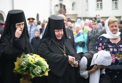 Первосвятительский визит в Псковскую епархию. Лития на могиле настоятельницы Елеазаровского монастыря игумении Елисаветы (Беляевой)